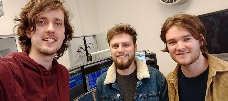 Geoff Wyld komt hun debuutsingle laten horen