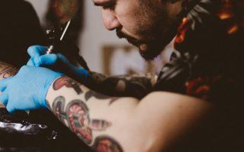 Tattooshop-eigenaar Robin is een petitie gestart