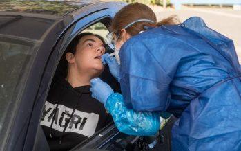 Zorgmedewerker kan met de auto door de 'teststraat'